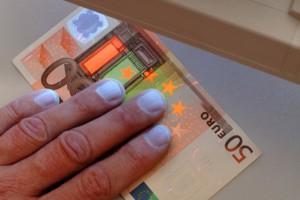 détecteur UV faux billets