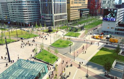 Zone urbaine avec pistes cyclables et routes aménagées